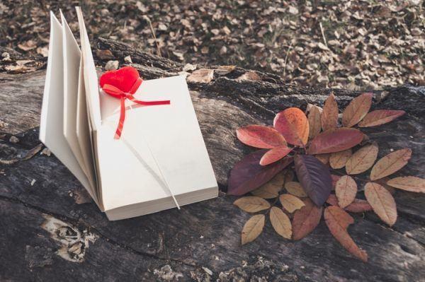 regalos-para-el-dia-de-la-madre-con-materiales-reciclados-marcapaginas-istock