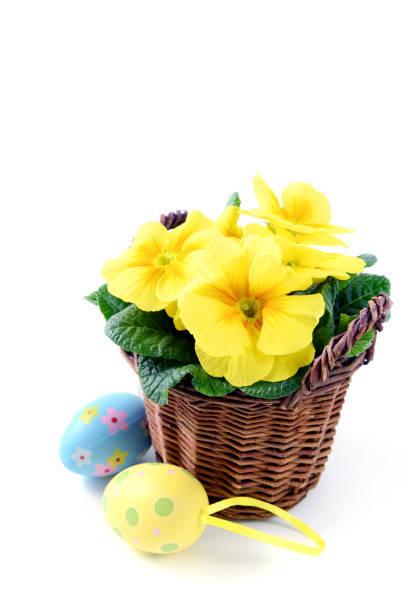 Decorar cestas mimbre flores papel