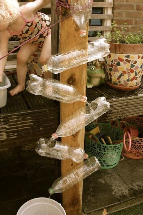 manualidades-dia-del-medio-ambiente-cascada-de-botellas-europapress