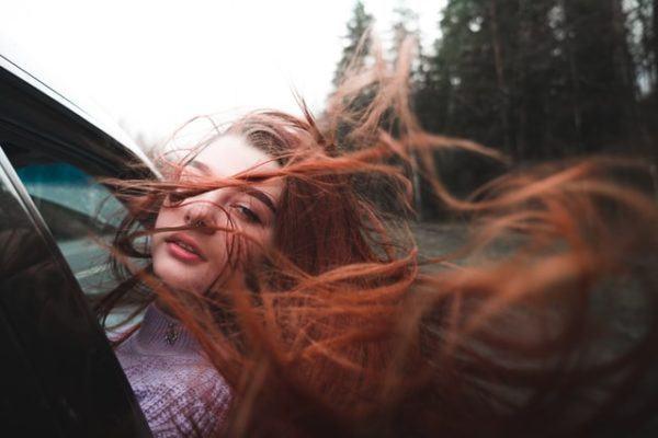 mujer pelo pelirroja
