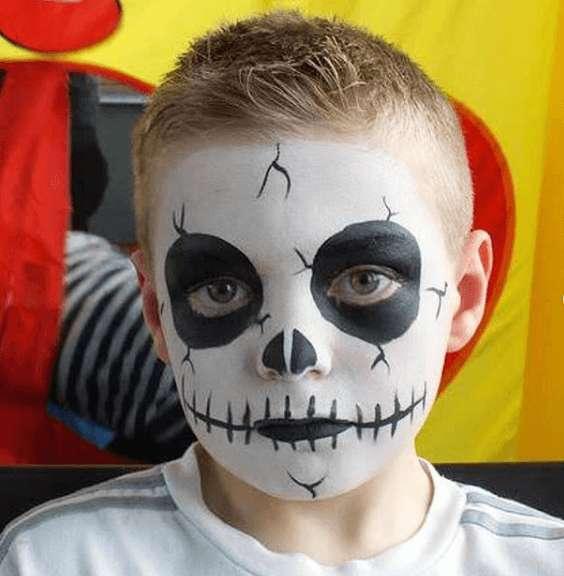 Manualidades fáciles de Halloween para niños maquillaje calavera
