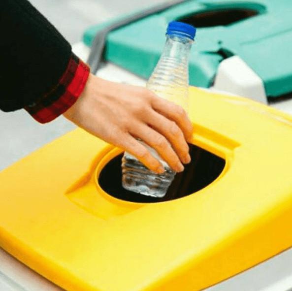 Punto verde reciclaje botella plástico amarillo
