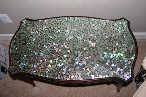 Manualidades con CD reciclados paso a paso mesa mosaico