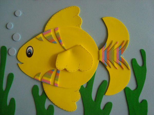 Ideas para hacer manualidades de animales con materiales reciclados pez eva