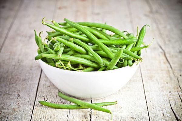Que frutas y verduras comer en agosto calendario de temporada judias verdes