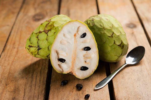 Que frutas y verduras comer en octubre calendario de temporada chirimoya