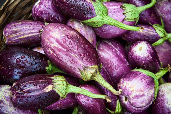 Que frutas y verduras comer en septiembre calendario de temporada berenjena