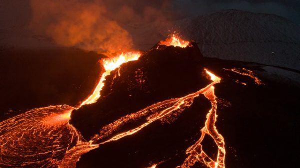 Cómo contribuyen los volcanes al cambio climático colada lava