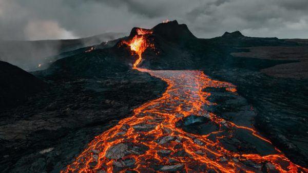 Cómo contribuyen los volcanes al cambio climático lava